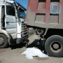 Омск, пешеход, зажало между грузовиками, смерть