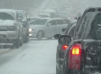 Из-за морозов омских водителей призвали к осторожности