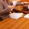 В Омской области сельчанка без высшего образования незаконно занимала должность чиновницы