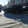 В центре Омска ограждение спасло пешеходов от «Джипа»