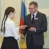 Бурков торжественно вручил паспорта 14-летним омичам