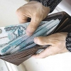 Треть омичей не доверяет рублёвым зарплатам