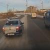 Омский таксист подрезал «скорую» на мосту 60-летия ВЛКСМ