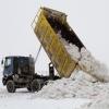Управление дорожного хозяйства и благоустройства Омска утверждает, что вывозит снег без выходных