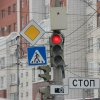 На Левобережье Омска попытались улучшить дорожную ситуацию изменением работы светофора
