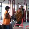 На остановке у омского аэропорта омичи путаются в направлениях маршрута