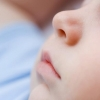 Трехлетняя омичка отравилась каплями в нос