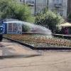 Для полива клумб в Омске каждый день используется не менее 500 тонн воды