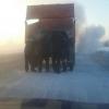 Омскому дальнобойщику помогли поменять колесо сотрудники ГИБДД на трассе «Тюмень – Ханты-Мансийск»