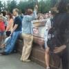 Соцсети: омская пенсионерка вылавливала монетки из фонтана на Дне города