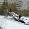 Суровые русские горки: омские дети играют на опасной детской площадке