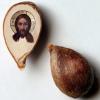 Художник из Омска изобразил Иисуса Христа на яблочной косточке