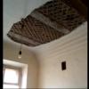 В омской квартире обрушился потолок