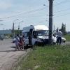 Маршрутка с пассажирами врезалась в столб в Омске