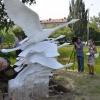 Любители фотосъемок сломали скульптуру лебедей в Старозагородной роще