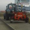 Омичи заметили дорожных рабочих, сливающих битум в траву на обочине
