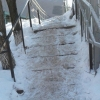 Омичи пожаловались на нечищеную пешеходную лестницу