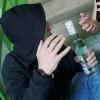 В Омске прохожий до полусмерти напоил 14-летнего подростка