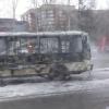 На омской остановке полностью выгорел автобус
