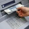 Омичка забрала деньги из банкомата, где их оставила предыдущая клиентка