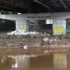 В Омске под Фрунзенским мостом устроили свалку