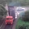 Омичей возмутил процесс ремонта дорог: засыпали лужи и закатали КамАЗом
