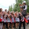 Выпускники омской гимназии №62 послушали последний звонок вместе с Губернатором