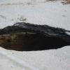 В центре Омска на дороге появилась яма глубиной полметра