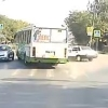 На Левобережье Омска столкнулись ВАЗ и пассажирский автобус