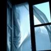 Омская студентка пыталась сбежать из общежития, выпрыгнув из окна