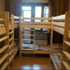 Омичка устроила «хостел» в коридоре жилого дома