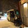 В Омске маршрутка с пятью пассажирами врезалась в киоск