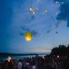 Омичи запустили в небо бумажные фонарики