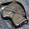 У подростка, подрабатывающего на омской автомойке, украли телефон и пистолет