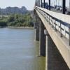 Упавший с моста омич выбрался из реки и дошел до остановки