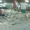 """Потолок на парковке омской """"Меги"""" рухнул на автомобиль"""