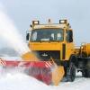 «Снегурочка» чистит дороги пока Дед Мороз в пути