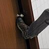 Омич не хотел выписываться из тубдиспансера, выбил дверь и спрятался