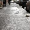 Омских водителей и пешеходов предупредили о гололеде