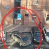 В Омске «инвалид» припарковался поперек парковки