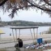 Омичка пристыдила отдыхающих в Советском парке за горы мусора