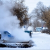 Омич поставил автомобиль для отогрева под пар от теплотрассы