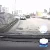 Омский автохам проехал по встречке на улице с односторонним движением