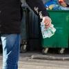 В Омской области должны снизить мусорный тариф почти в два раза