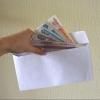 Сотрудника Омского ЛУ МВД России задержали при получении взятки
