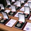 Виктор Назаров вручил юбилейную медаль мэру Омска и выдающимся омичам