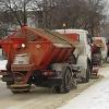 Снег с омских улиц вывозят в две смены