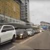 Омичи винят в пробке на Иртышской набережной новый светофор и департамент транспорта