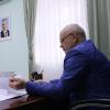 Многодетная жительница Омска попросила корову у губернатора Назарова