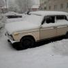 В Омске вандалы разбили окна ВАЗа-2106 и оставили в салоне бутылку пива
